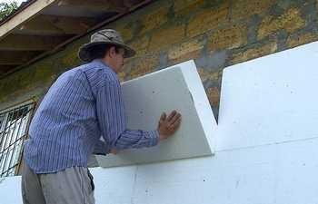 Чем приклеить пенопласт к бетону на потолок