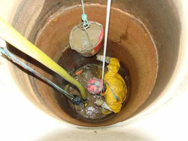 Как чистить колодец из бетонных колец своими руками 19