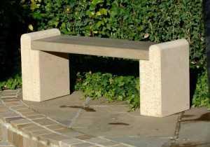 betonnye-skamejki_1 Варианты столов и скамеек для дачи. Скамейка из бетонных плит и досок со спинкой. Скамейка для дачи: инструкция для изготовления
