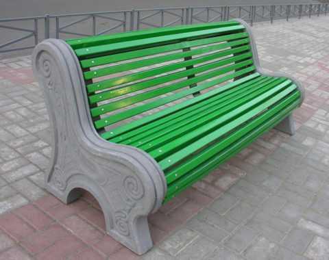 betonnye-skamejki_4 Варианты столов и скамеек для дачи. Скамейка из бетонных плит и досок со спинкой. Скамейка для дачи: инструкция для изготовления