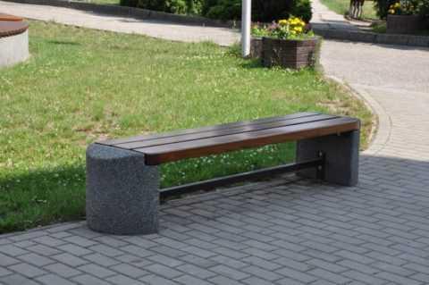 betonnye-skamejki_5 Варианты столов и скамеек для дачи. Скамейка из бетонных плит и досок со спинкой. Скамейка для дачи: инструкция для изготовления