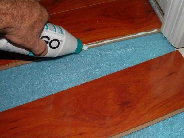 Как приклеить ламинат к бетону