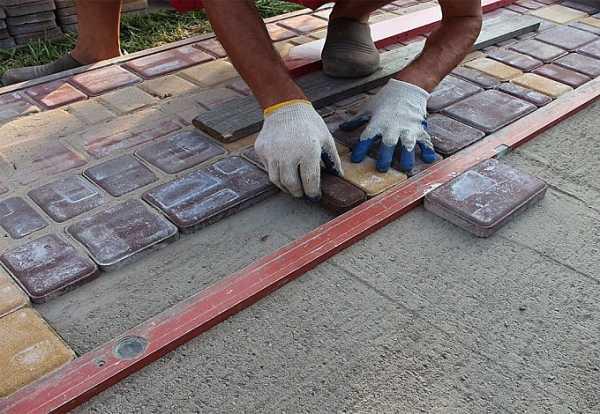 Способы укладки тротуарной плитки на бетонное основание